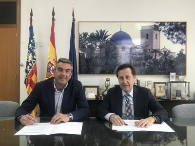 Jose Javier Garcia y Pedro Algarra en un momento de la firma