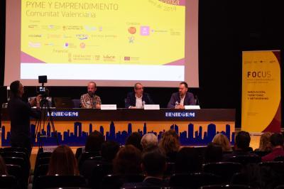 Mesa redonda Herramientas clave del turismo inteligente. Sergio Morant, Miguel Angel Catalán y Gerson Beltrán.