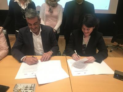 Firma del convenio entre el presidente del CEEI Elche y la presidenta de Memba